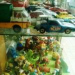 jouets anciens, petites voitures et figurines